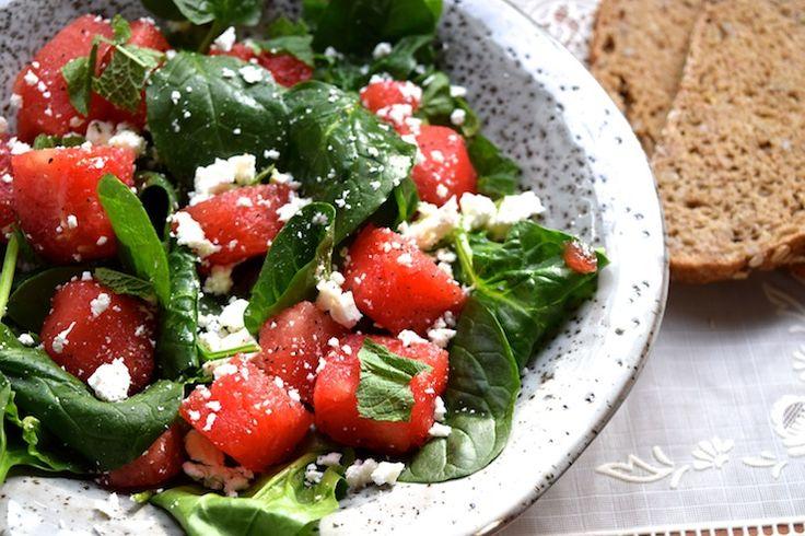 Watermeloen en kaas is een hele goede combi. Echt! Probeer het maar eens. Vooral witte kazen combineren uitstekend met zoete, sappige watermeloen. En aangezien