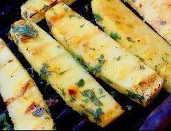 <p>Ananas, tequila en koriander ! Een heel excentriek Recept dat ontzettend lekker is voor op de BBQ . Heerlijk verfrissend in combinatie met vlees dat op de barbecue is gegrild. De gemarineerde ananas kan ook gebruikt worden tussen de spiesjes met kip of varkensvlees. Klaar in20 minuten Ingrediënten Porties:4 1 …</p>