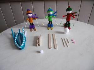 Des petits Skieurs avec une pince à linge en bois                                                                                                                                                                                 Plus