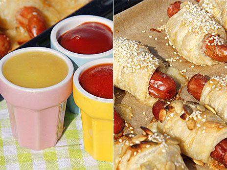 Barnens favorit! De söta små korvarna avnjuts med hemgjord ketchup, både röd och gul.
