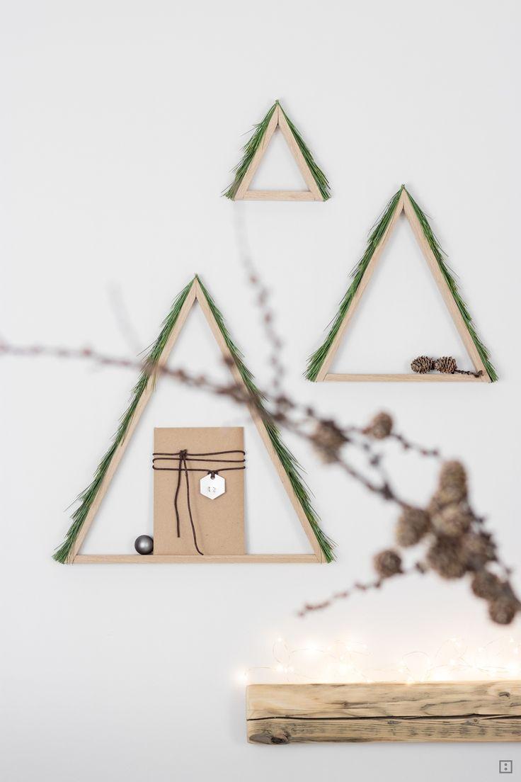 Weihnachtskarten als Adventskalender unter DIY Baum mit echten Nadeln Wandgestaltung Weihnachten Dekoration