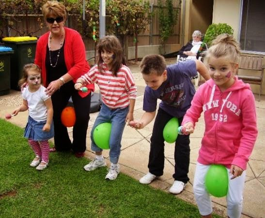 egg spoon race easter game