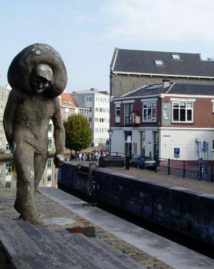 De zakkendrager SCHIEDAM Nederland