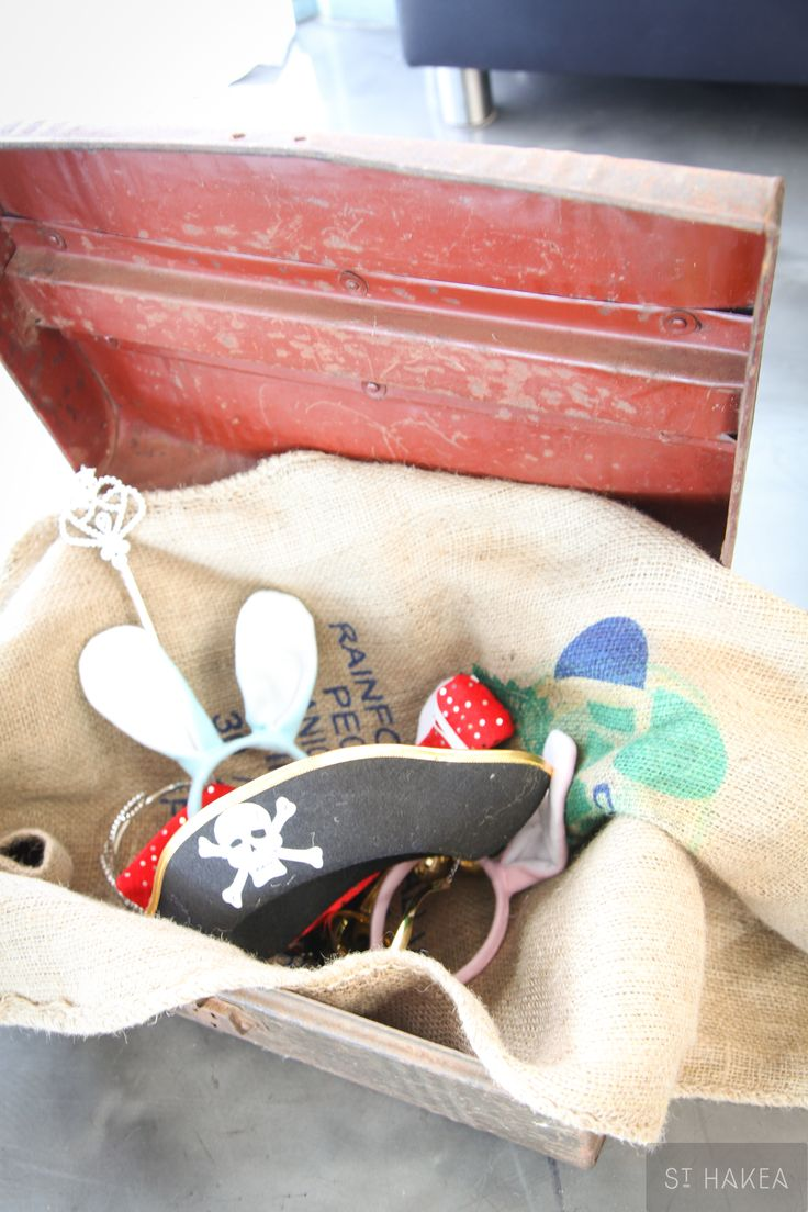 Vintage trunk props holder filled with inspiration to create memorable photos. Styled by St. Hakea. www.sthakea.com