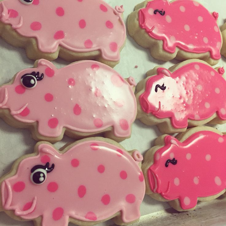 Pink polka dotted pig cookies by Hayleycakes and cookies