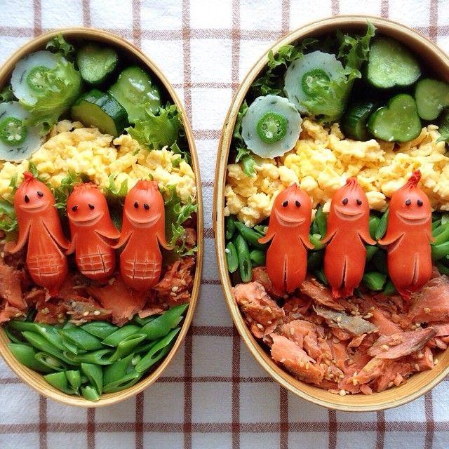 Sausage Men Bento: Just too neato. Quelques décorations avec des saucisses d'apéro...