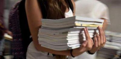 Χαμός με το βιβλίο των Θρησκευτικών στα Τρίκαλα – Γιατί οι γονείς το επιστρέφουν;