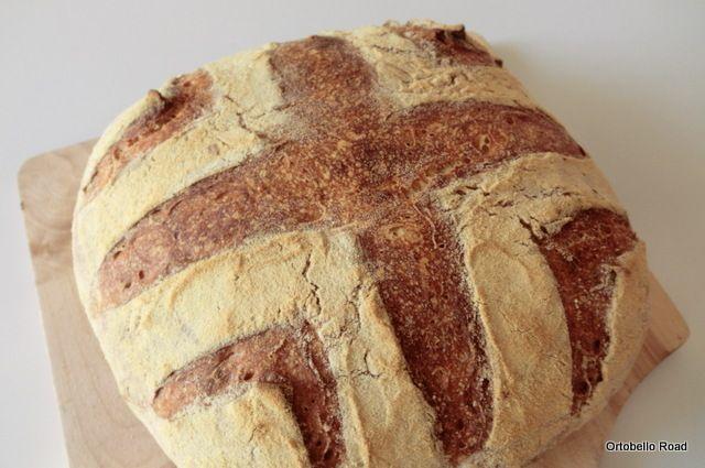 Pane di semola con esubero di pasta madre e cottura in salita.