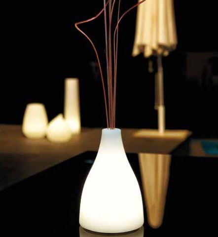 L mpara de mesa florero con luz interior jardin jardines - Lamparas solares interior ...
