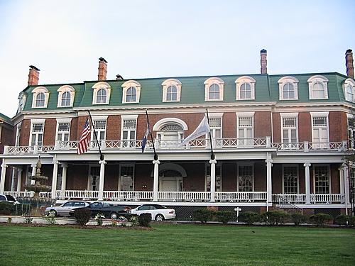 Martha Washington Inn In Abingdon Va Was Built As A Family Home That Late Became