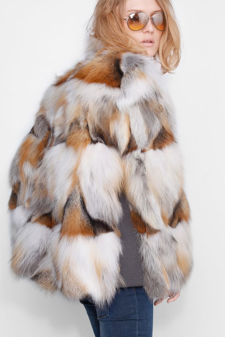 Veste Zadig et Voltaire, en patchwork de fourrure de renard. Collection défilé automne-hiver 15/16. Le mannequin mesure 177cm et porte une taille S.