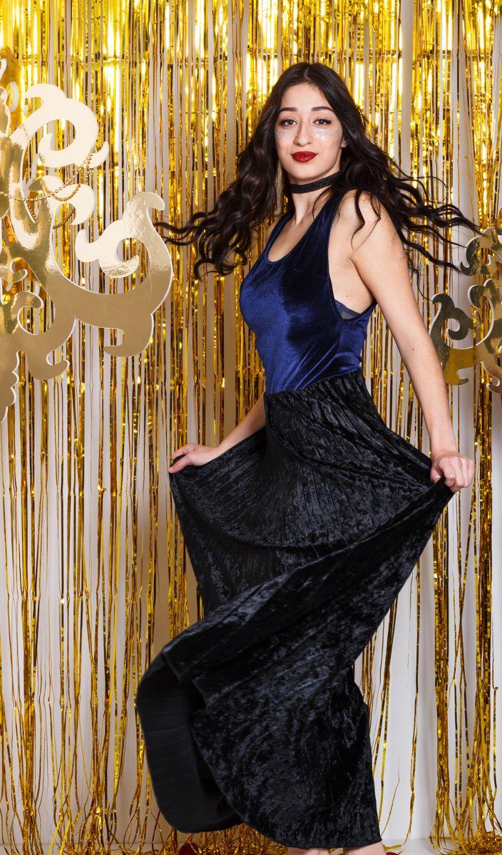 Η πρόταση των #TrendyFashionistas για την εβδομάδα!!! Κάνε τις πιο trendy επιλογές με κορμάκι βελούδο σε έντονο μπλέ χρώμα και την πιο Trendy πλισέ φούστα!! #chic #young #beautiful #style #trendystyle