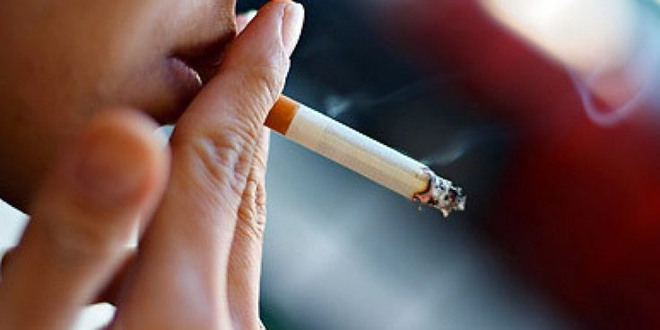 """Encarar o tabagismo como doença e não como um simples hábito nocivo à saúde é o primeiro passo a ser dado pelos fumantes para largar o vício. """"As pessoas têm um preconceito com a busca por tratamentos, elas acham que parar de fumar é algo que têm de fazer sozinhas, sem ajuda médica. Normalmente,..."""