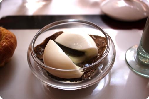 """@ Gilles Goujon    L'Auberge du Vieux Puits ☆ ☆ ☆  Fontjoncouse, Aude, France  L'œuf poule Carrus """"pourri"""" de truffes mélanosporum sur une purée de champignons et truffe d'été, briochine tiède et cappuccino à boire"""