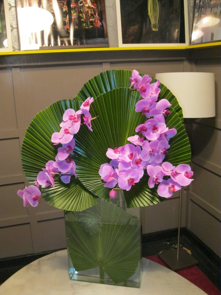 simple and stunning.  only 2 sprays of orchids.  budget friendly too.