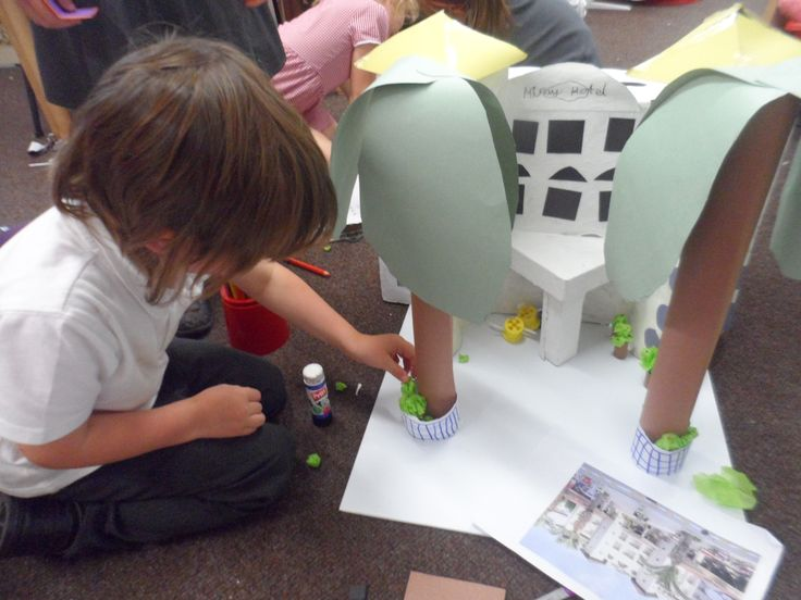 Our Enquiry Based Learning in KS1 Project helps teachers in Y1 and Y2 develop creative approaches to teaching. We are looking to start a project based at our National Centre in Huddersfield during the Autumn term. Please contact Helen Macintyre on 01422 311314 or email helen@earlyexcellence.com for further details