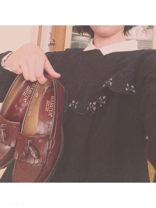 おととい服を買ったので、色々試してみてる😊 黒い猫ちゃんのトップス、袖がぽわんってなってるし、後
