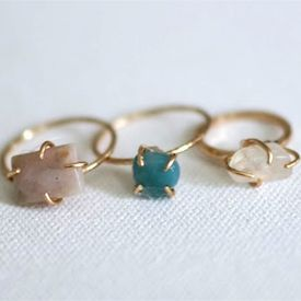 Create your own stone ring by following this easy DIY tutorial!