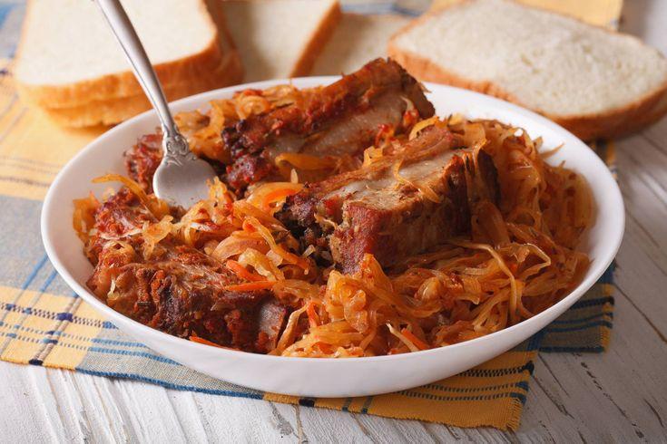 A fűszeres, pácolt oldalas savanyú káposztával még ízletesebb.