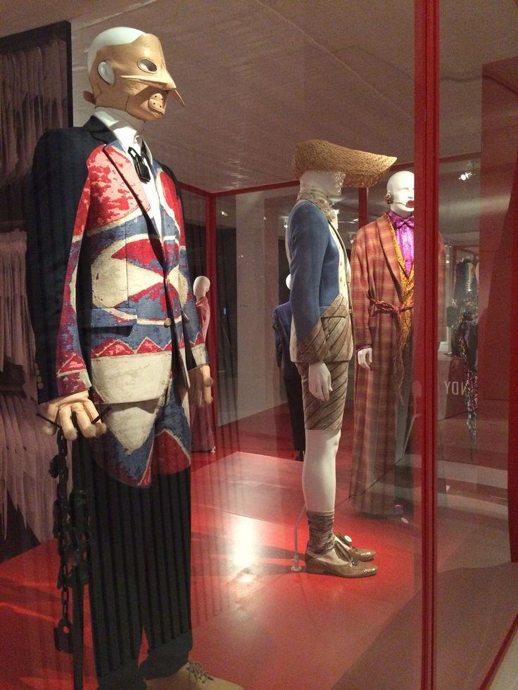 ModeMuseum Antwerpen - MOMU NU. Hedendaagse Mode uit de MoMu collectie 25.09.2014 > 04.01.2015 Walter Van Beirendonck