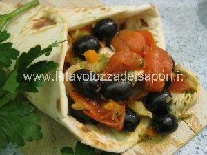 Piadina farcita con Straccetti di Tacchino, Pomodorini e Olive nere   http://www.latavolozzadeisapori.it/ricette/piadina-farcita-con-straccetti-di-tacchino-pomodorini-e-olive-nere