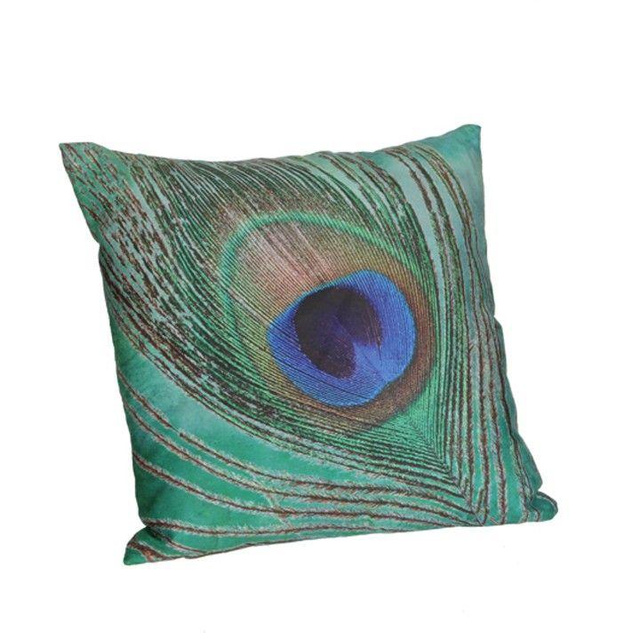 Kussen peacock. Met dit kussen geef je je bank of fautuil een wel heel sierlijk tintje. #intratuin #pintratuin