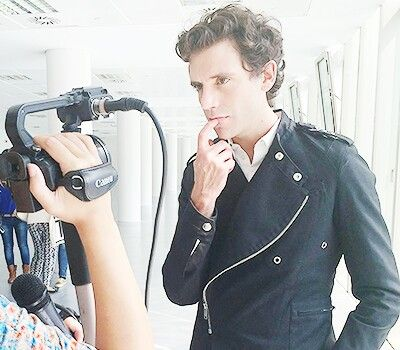 His finger on his lips... - Mika X Factor 2014