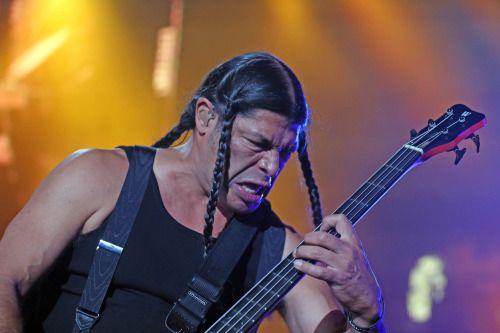 Junte de generaciones en el concierto de @Metallica -...