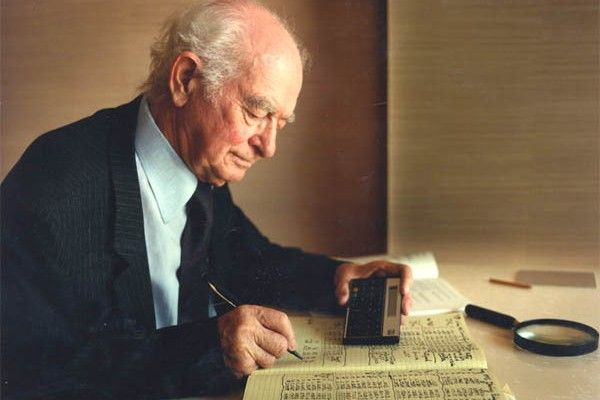 "Linus Pauling, Ph.D, and two time Nobel Prize winner in chemistry (1901-1994). One Of The Most Important Scientists In The World: ""Most Cancer Research Is Largely A Fraud"""