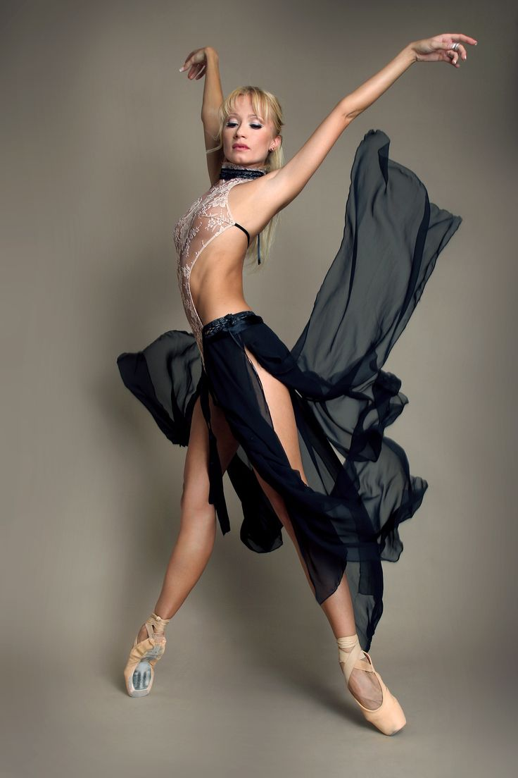 Ballerina en pointe and in billowy skirt | Its All Dance ...