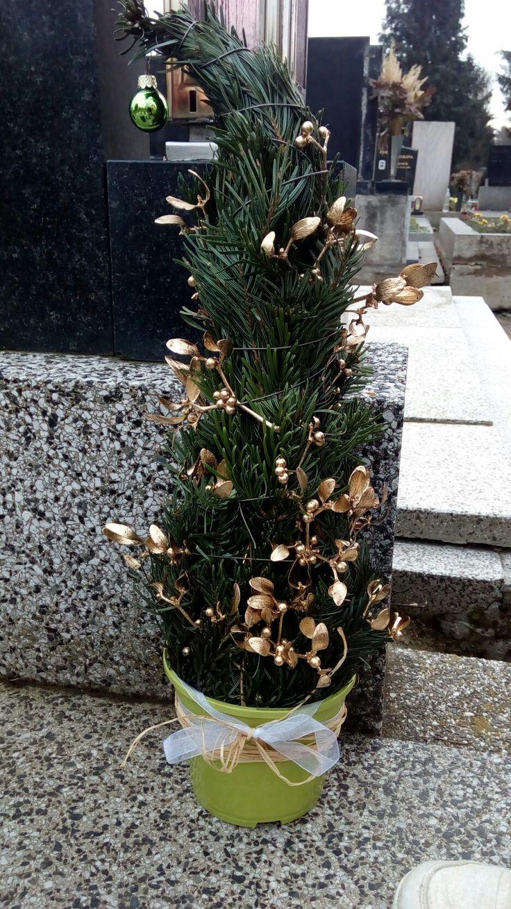 Stromeček na hřbitov