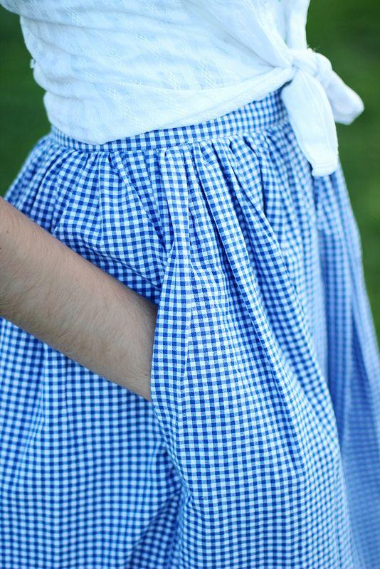 I love gingham, I love pockets in full skirts. So a gingham skirt in a full style, with pockets!!!!
