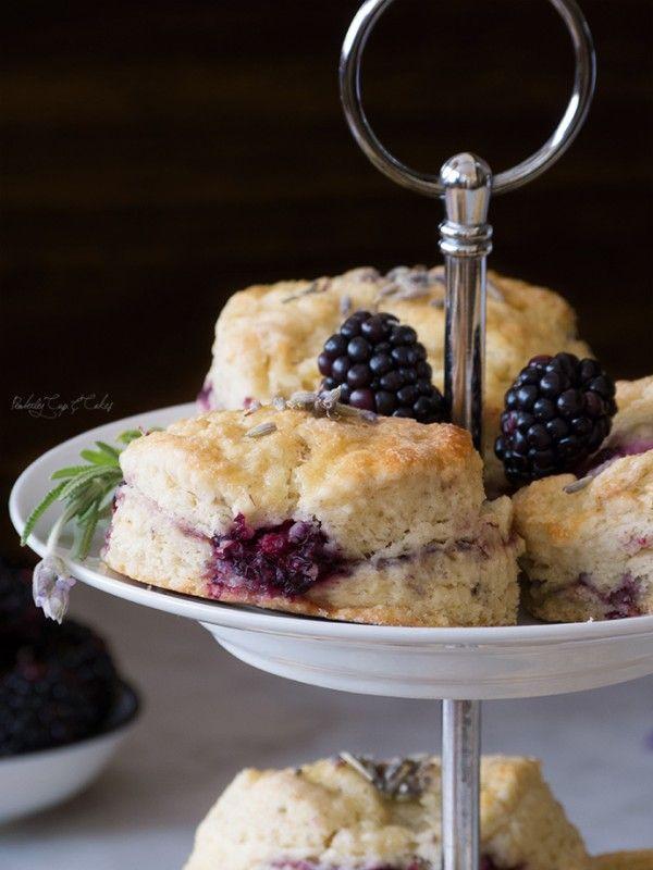 Lavender Blackberry Scones (Scones de moras y flores de lavanda)