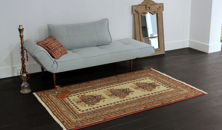 Etno rug http://www.sarmatiatrading.pl/kategoria-produktu/kilimy-i-dywany-etniczne/
