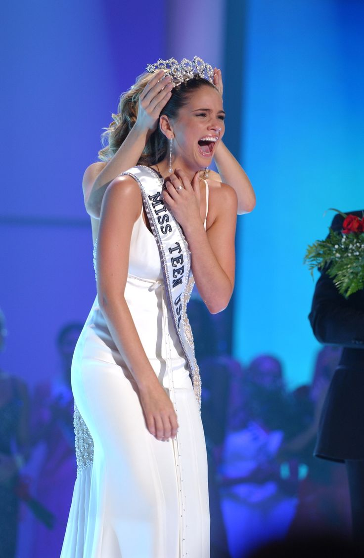 Shelley.Hennig.Miss.Teen.USA.2004 >>>> And the she became a were-coyote