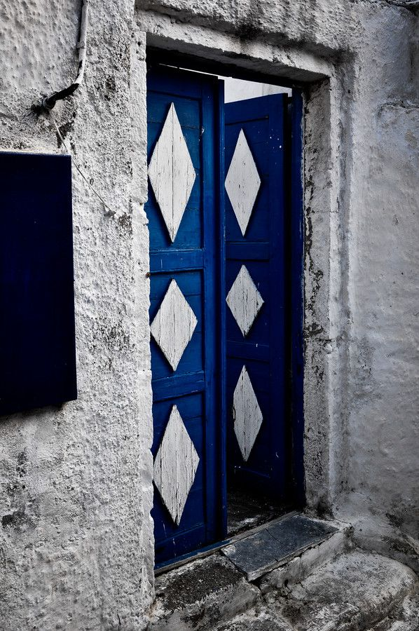 White and Blue - Santorini/Fira/Oia (from #luisdehoyos at www.500px.com/dhclicks )