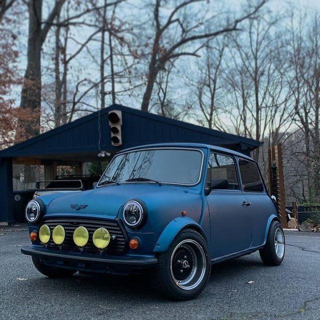 Pin By Marcel Cerri On Minit In 2021 Classic Mini Mini Cars Car Chicks