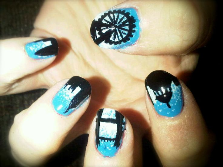 Off the Nail: London Skyline Nails