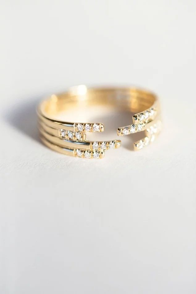 Четырехъярусное кольцо, инкрустированное бриллиантами