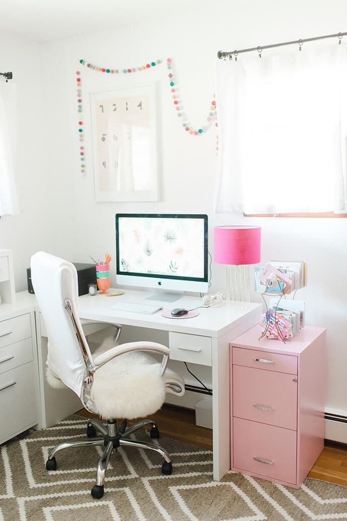 Pink home office accents