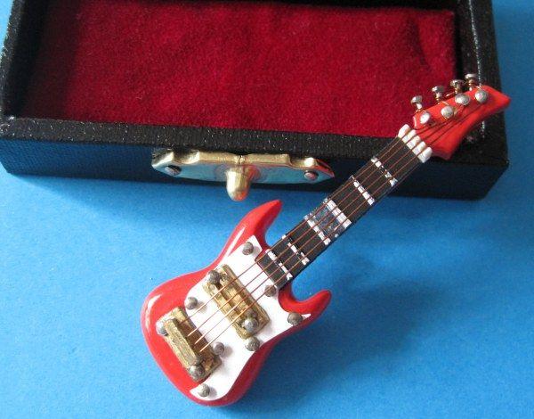 E Gitarre Im Koffer Musik Im Puppenhaus Musikinstrumente