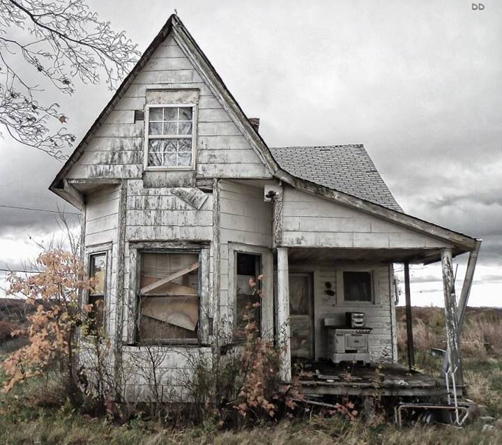 This tiny abandoned old farm house really intrigues me. When a place is abandoned it is for good reason.