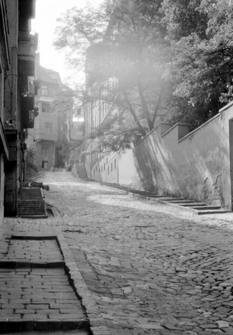 1968: Ponty utca, a Fő utca felől fényképezve.