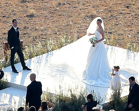 Kate Bosworth looked stunning in her ivory strapless Oscar de la Renta ball gown featuring a 8-foot-long, 16-foot-wide train during her intimate wedding ceremony.