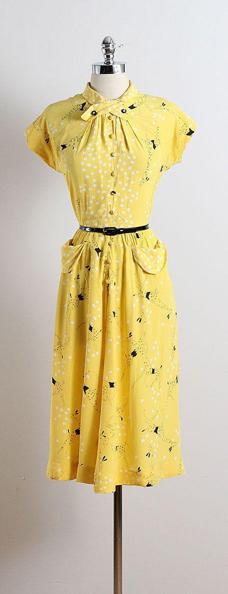 ➳ vintage 1940s dress  * lemon yellow rayon crepe * adorable giraffe novelty print * bow tie collar * rhinestone buttons * detachable black