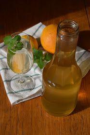 Po roce znovu přišla doba, kdy se vrhám na dělání domácích sirupů. Loni jsem zkoušela poprvé meduňkový s citronem, letos jsem přidala ješ...