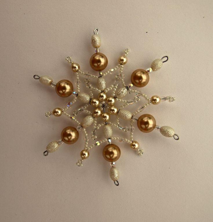 Vánoční hvězda z korálků ,,čokoláda ,,8 ,, Vánoční hvězdička z korálků a perliček na pevné drátěné konstrukci , velikost 9cm v barvách smetanová čokoládová