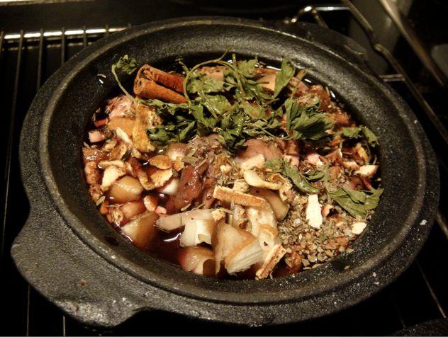 Eilisen pääruokana oli sorsaa glögi-punaviinikastikkeessa ja risotto milanese eli parmesanrisotto mm. sahramilla maustettuna. En ole koskaan aiemmin tehnyt riistaa ja jännitti kohtuullisen paljon, …