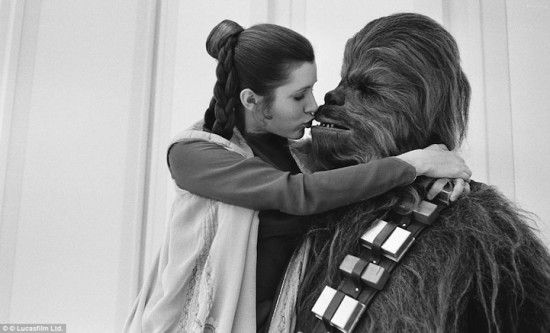 Behind the Scenes of The Empire Strikes BackChewbacca, Carrie Fisher, Harrison Ford, Shoots Stars, Star Wars, Stars Wars, Kisses, Starwars, Read Princesses