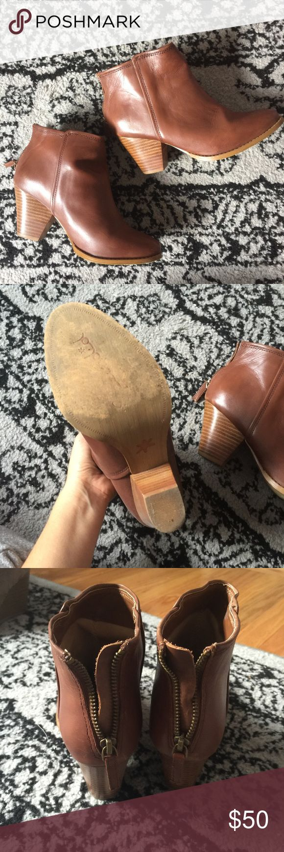 Splendid Cognac Booties Super cute and comfortable boots! These are leather and in great shape Splendid Shoes Ankle Boots & Booties